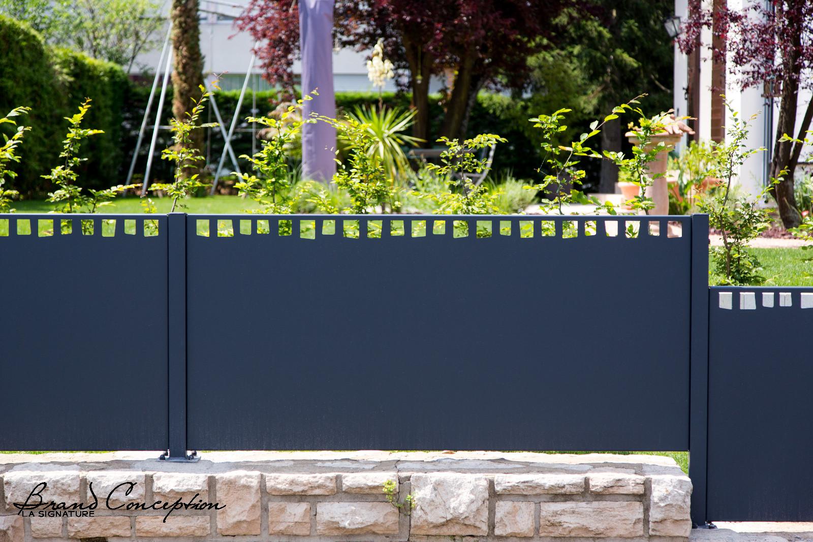 brand conception cloture aluminium frene modifi. Black Bedroom Furniture Sets. Home Design Ideas