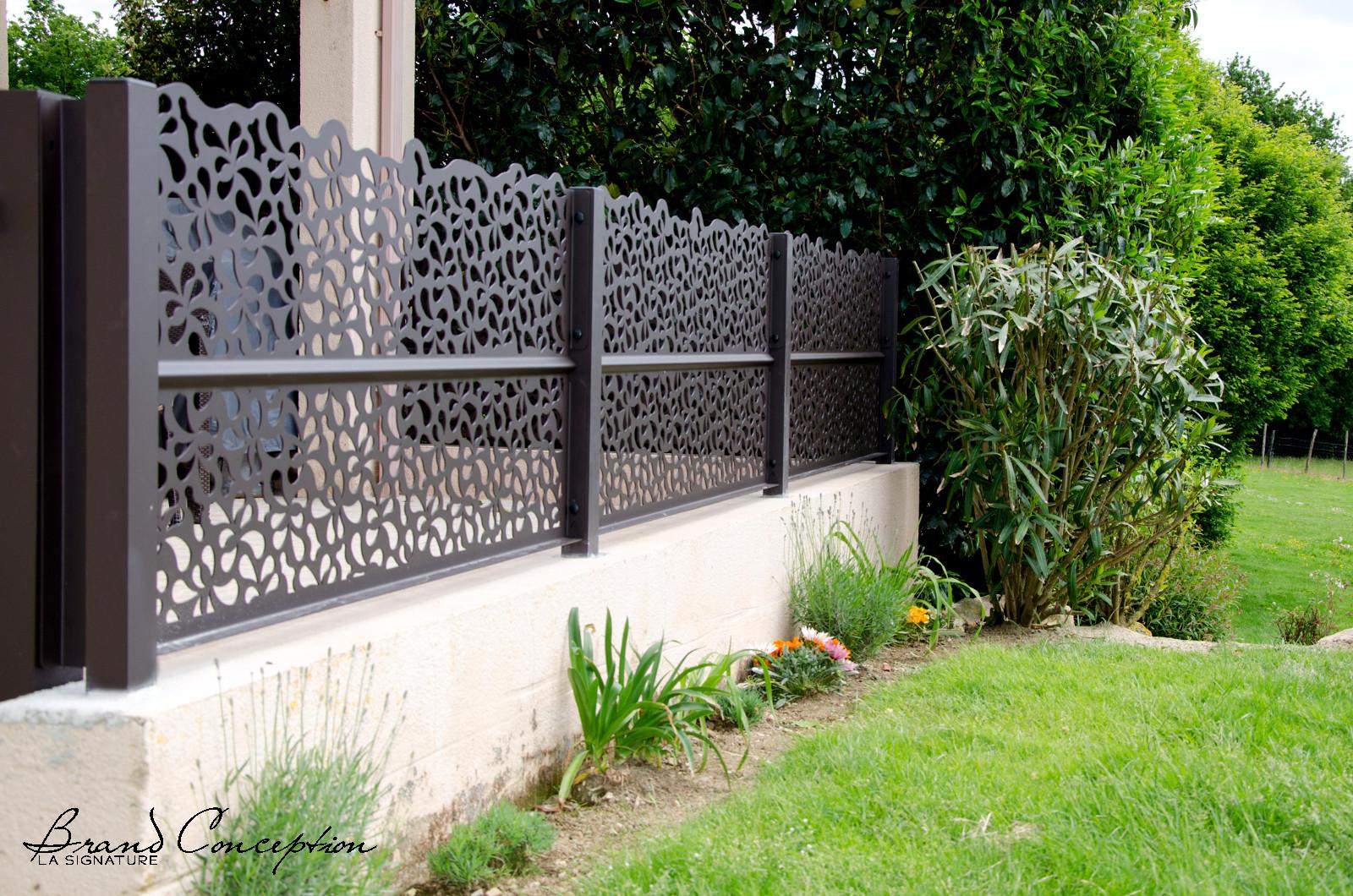 brand conception aluminium panelen rond terras. Black Bedroom Furniture Sets. Home Design Ideas